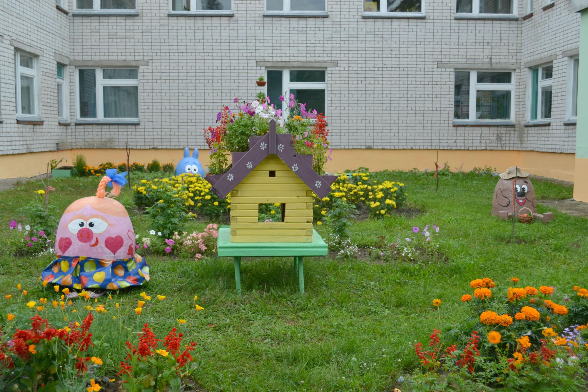 Сказка на участке детского сада
